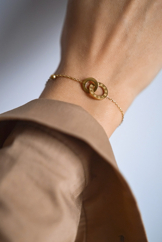 Gold bracelet with a delicate chain, two circles with zircon, stainless steel 316L