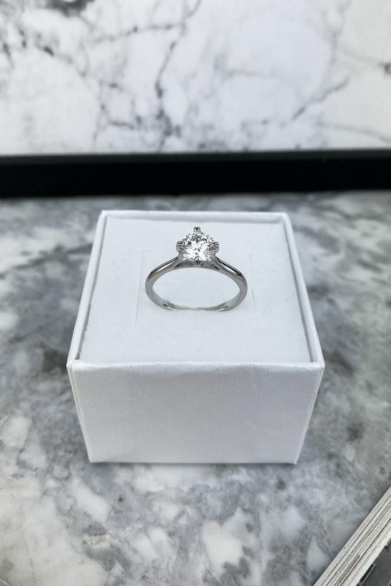 Srebrny pierścionek z cyrkonią stal chirurgiczna 316L