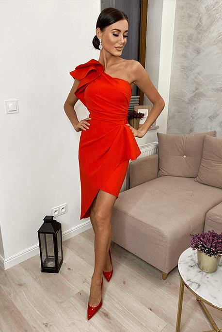 Czerwona asymetryczna sukienka na wesele