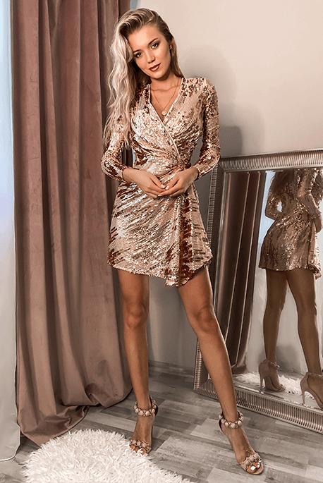 Złota cekinowa sukienka na Sylwestra