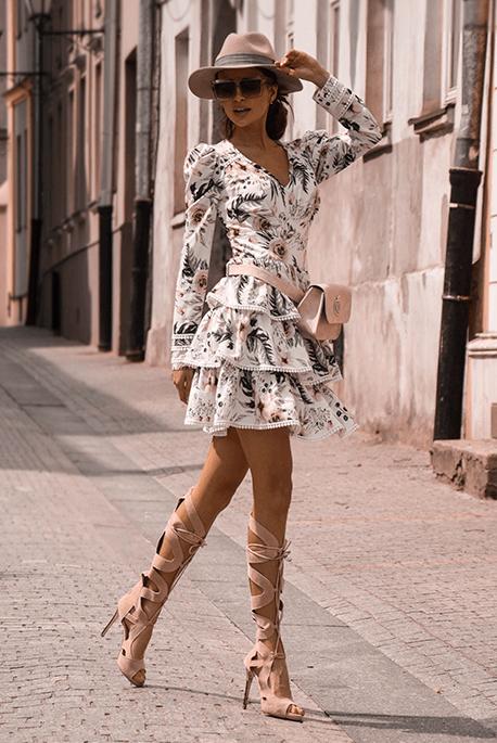 Sisi biała sukienka w kwiaty Illuminate