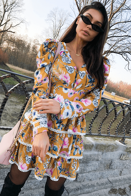 Sisi musztarda sukienka w kwiaty Illuminate