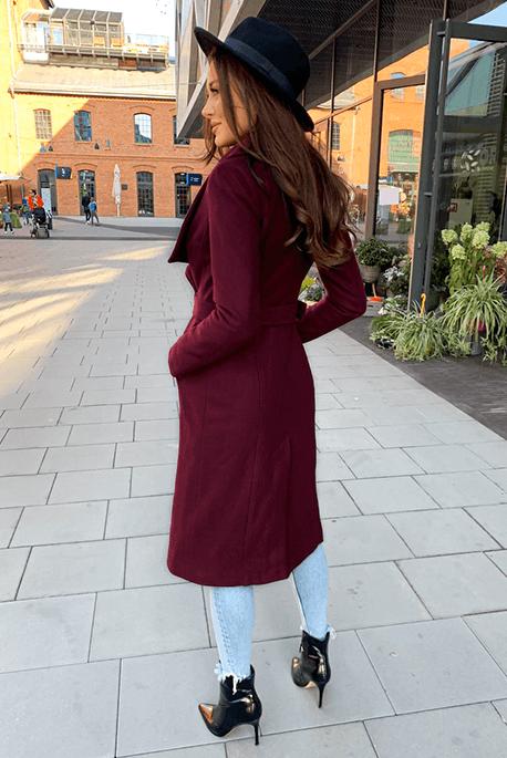 Bordowy ocieplany płaszcz na zimę